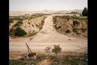 Wüstenstrasse mit Kreuzung
