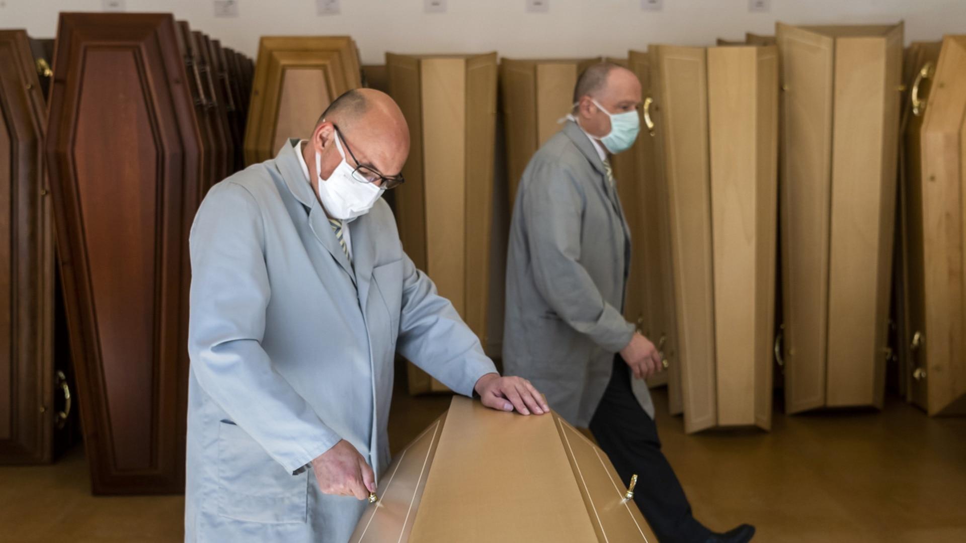 Les opérateurs du secteur funéraire, héros oubliés de la pandémie - swissinfo.ch
