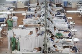 patients dans un hôpital de campagne.
