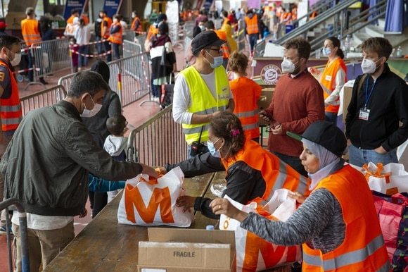 Volunteers handing out food in Geneva