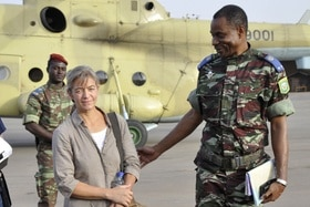 Beatrice Stöckli with Malian soldiers