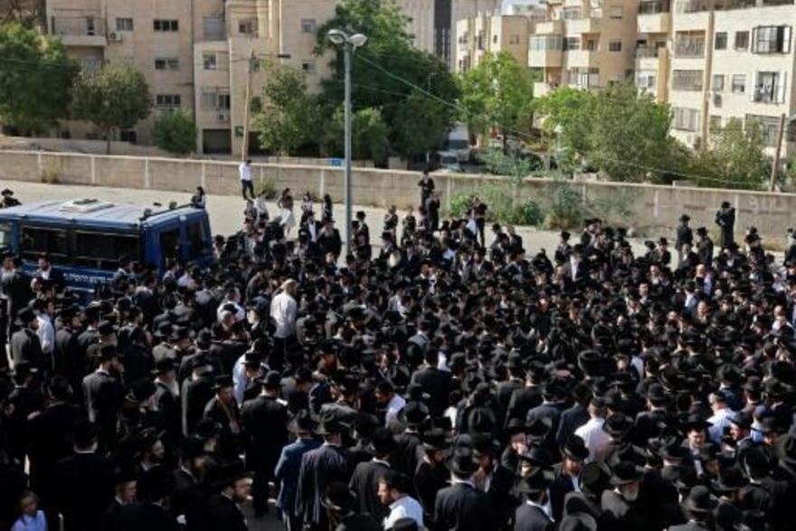 SWI سقوط 44 قتيلاً على الأقلّ وعشرات الجرحى في تدافع ضخم خلال حجّ يهودي بإسرائيل