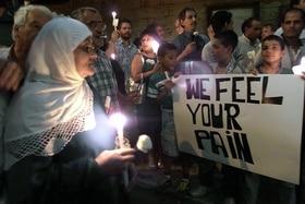 Christen und Muslime veranstalten eine Mahnwache