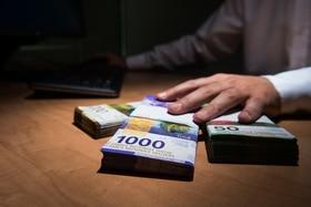 Schweizer Franken auf dem Tisch