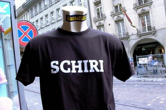 Camiseta com palavra em dialeto suíço-alemão